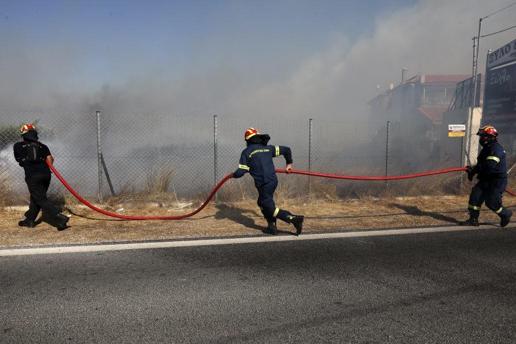 Požar u izbegličkom kampu blizu Atine, stradalo dete