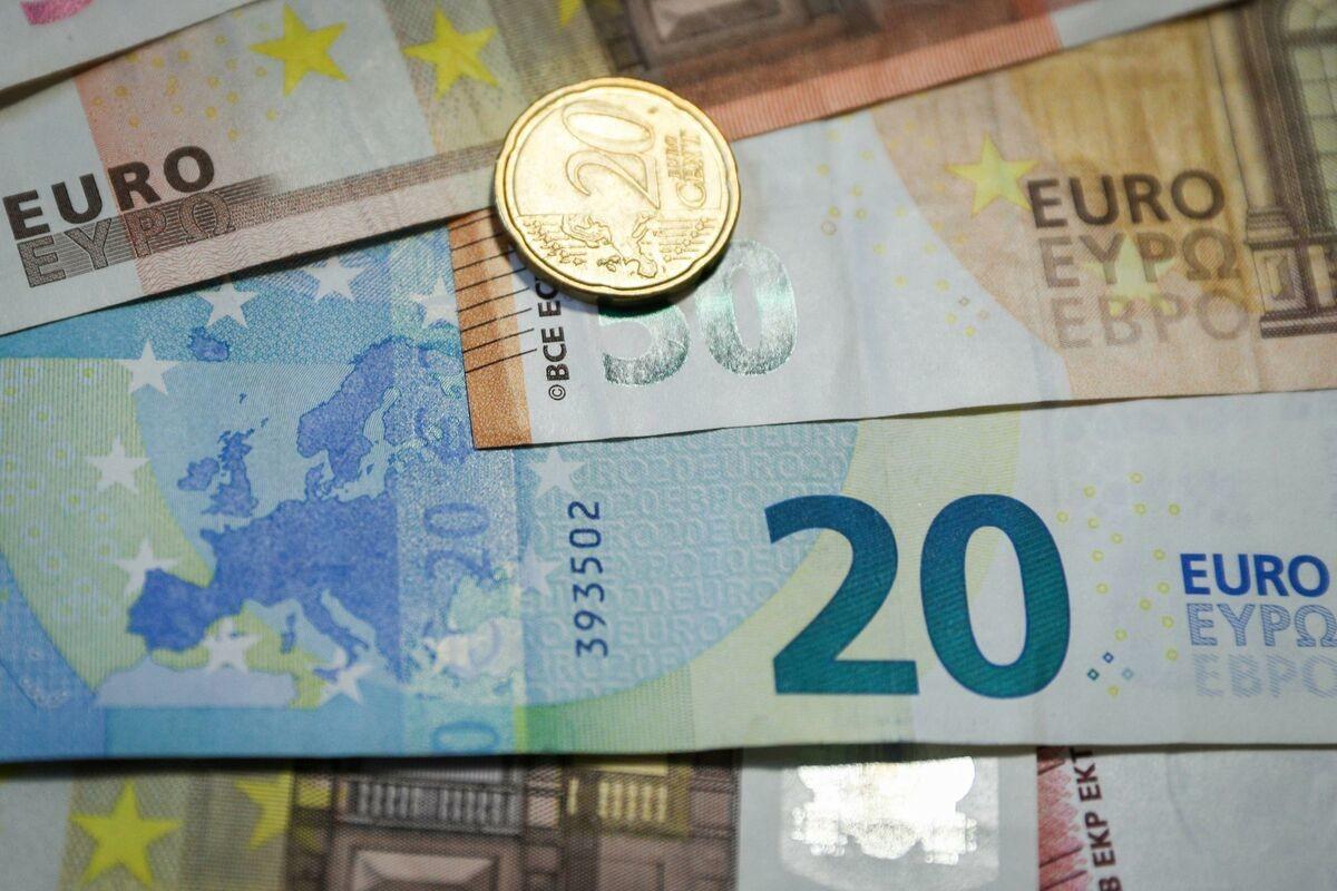 DINAR BEZ PROMENE: Evro danas za 117, 57 po srednjem kursu