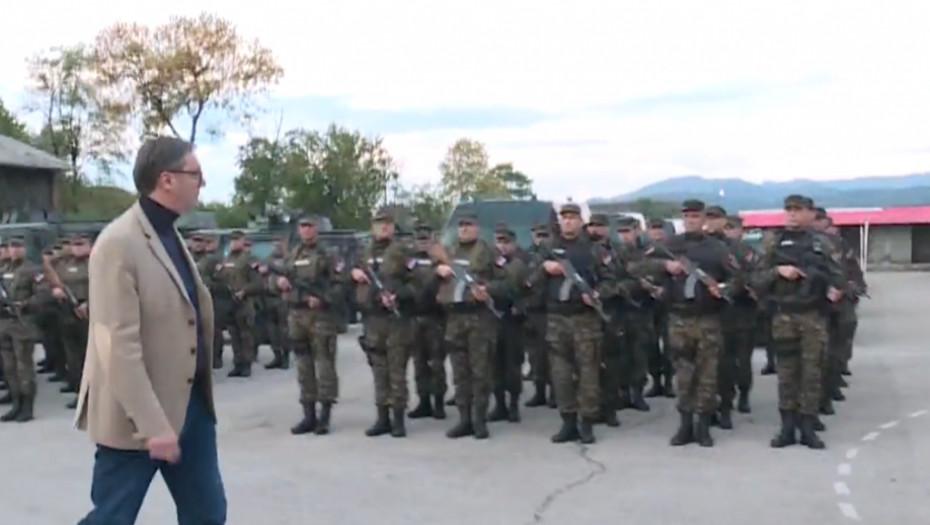 VUČIĆ POSTROJAVA VOJSKU U KRALJEVU Budite spremni! Srpski ratnici zapevali uglas: Odlazimo na Kosovo ravno...