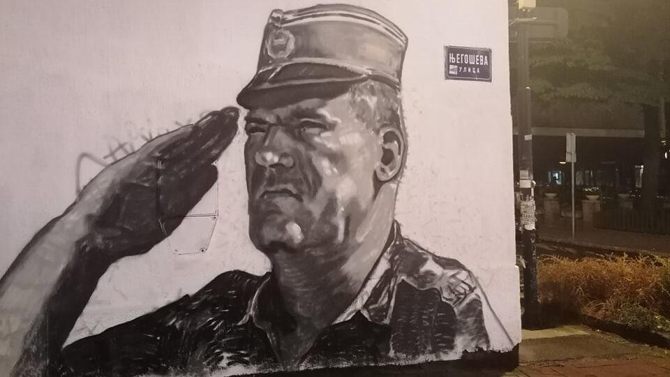 Mural sa likom Ratka Mladića osvanuo u Njegoševoj ulici u Beogradu