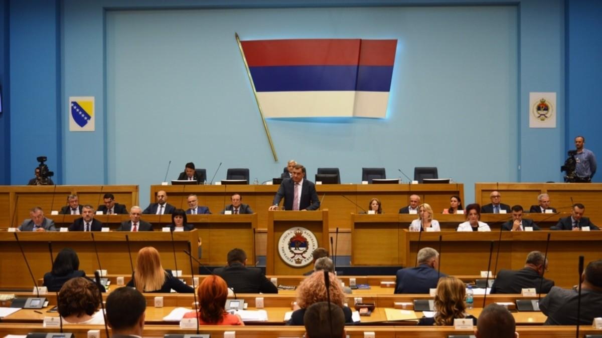 Vlada entiteta RS predstavila izvještaj u kome negira genocid u Srebrenici