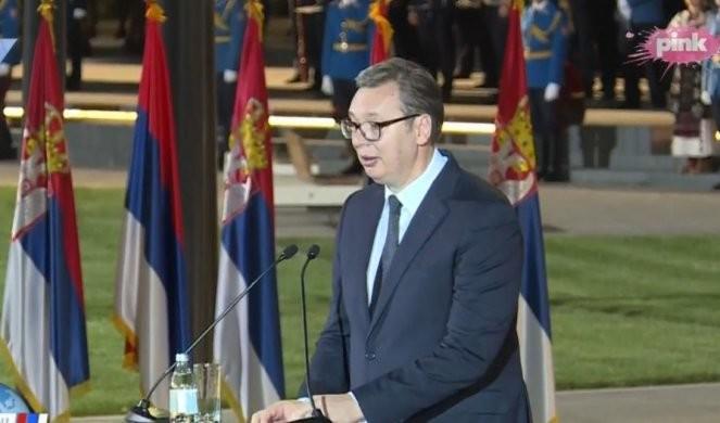 /FOTO/VIDEO/ OBELEŽEN DAN SRPSKOG JEDINSTVA! Snažna poruka predsednika Vučića: Nikada više za srpsku trobojku nećemo nikome da se izvinjavamo