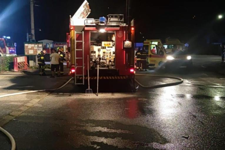JOŠ JEDAN POŽAR U NOVOM PAZARU: Vatra buknula u delu kuće, plamen se proširio na ceo objekat