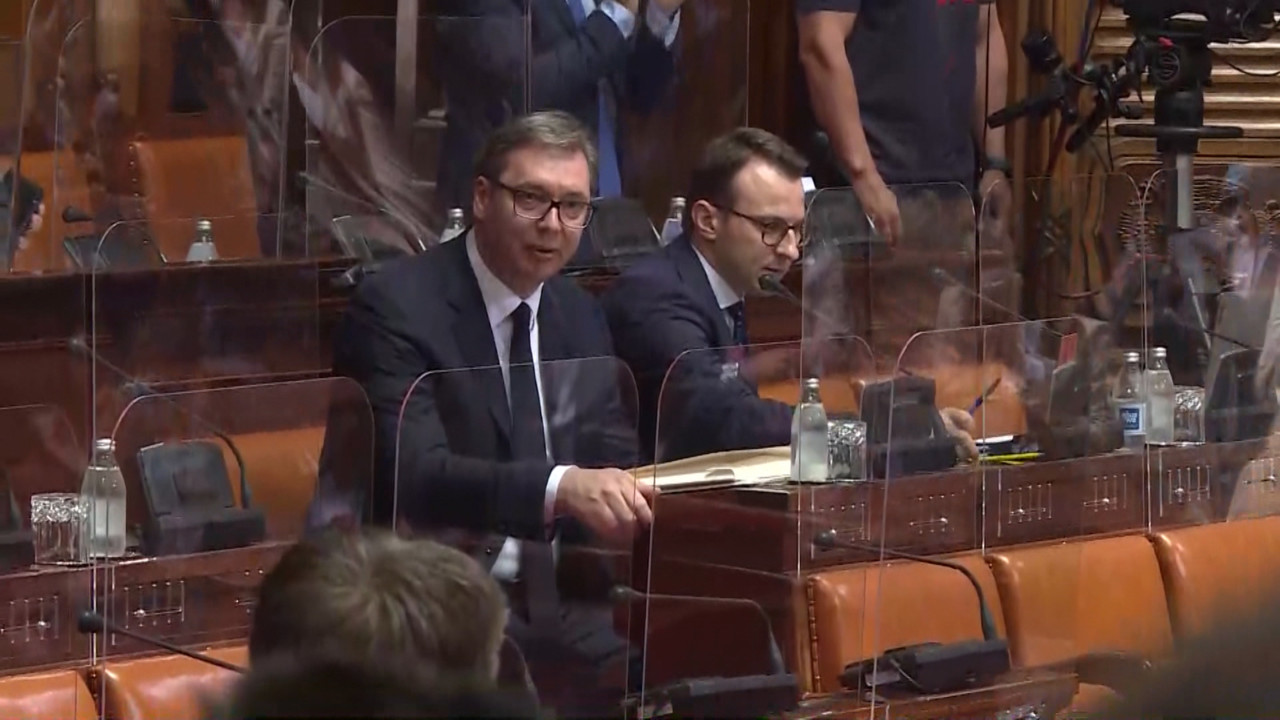 BLOG UŽIVO: Vučić u Skupštini o Kosovu, dočekan uz višeminutne stojeće ovacije