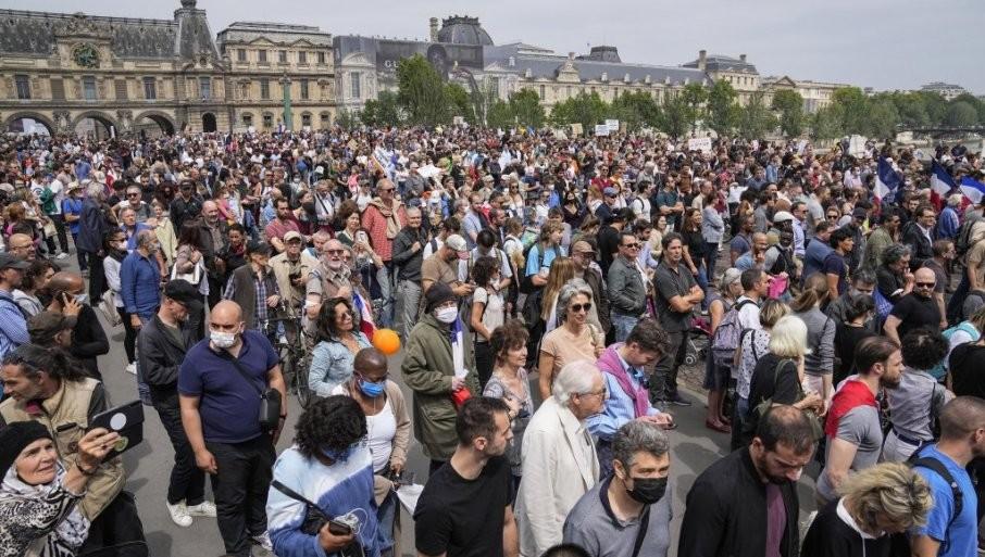 """KOVID-PASOŠ USLOV ZA """"ŽIVOT"""": Francuska u ponedeljak  uvodi najstrožu sanitarnu propusnicu u Evropi,  drastične kazne za """"neposlušne"""" građane"""