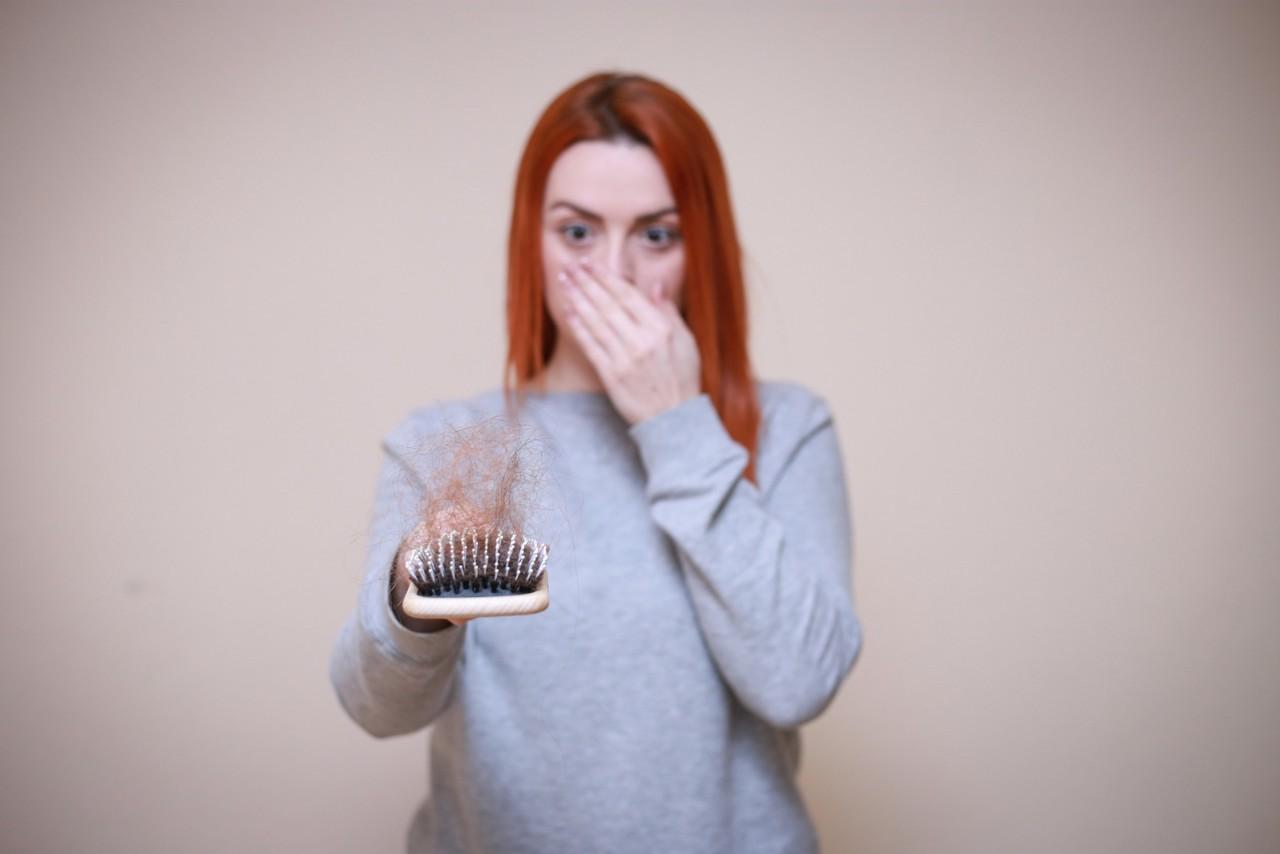 Zašto kosa tokom leta više opada i kako to sprečiti?