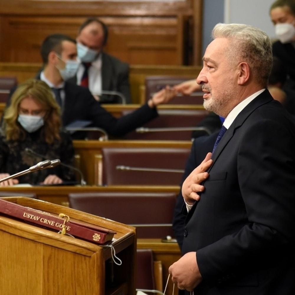 Podgorica poklekla, Crna Gora se sprema da proda Rusiju i Putina zbog ovog čoveka!