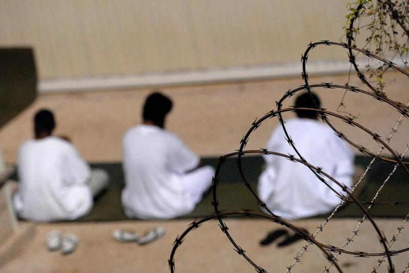 JEDAN OD BIN LADENOVIH TELOHRANITELJA IZLAZI IZ GVANTANAMA: Jemenca su Ameri držali u zloglasnom zatvoru bez optužnice! VIDEO