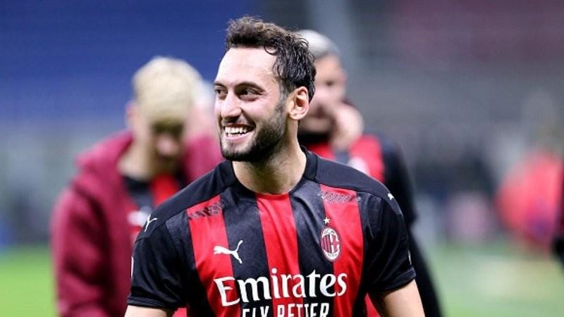 Čalhanoglu blizu potpisa s Juventusom, Milan već pronašao zamenu – i to kakvu!