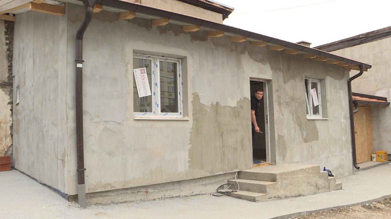 Dragoljub izgubio kuću u požaru, komšije mu za samo dva meseca napravile novu