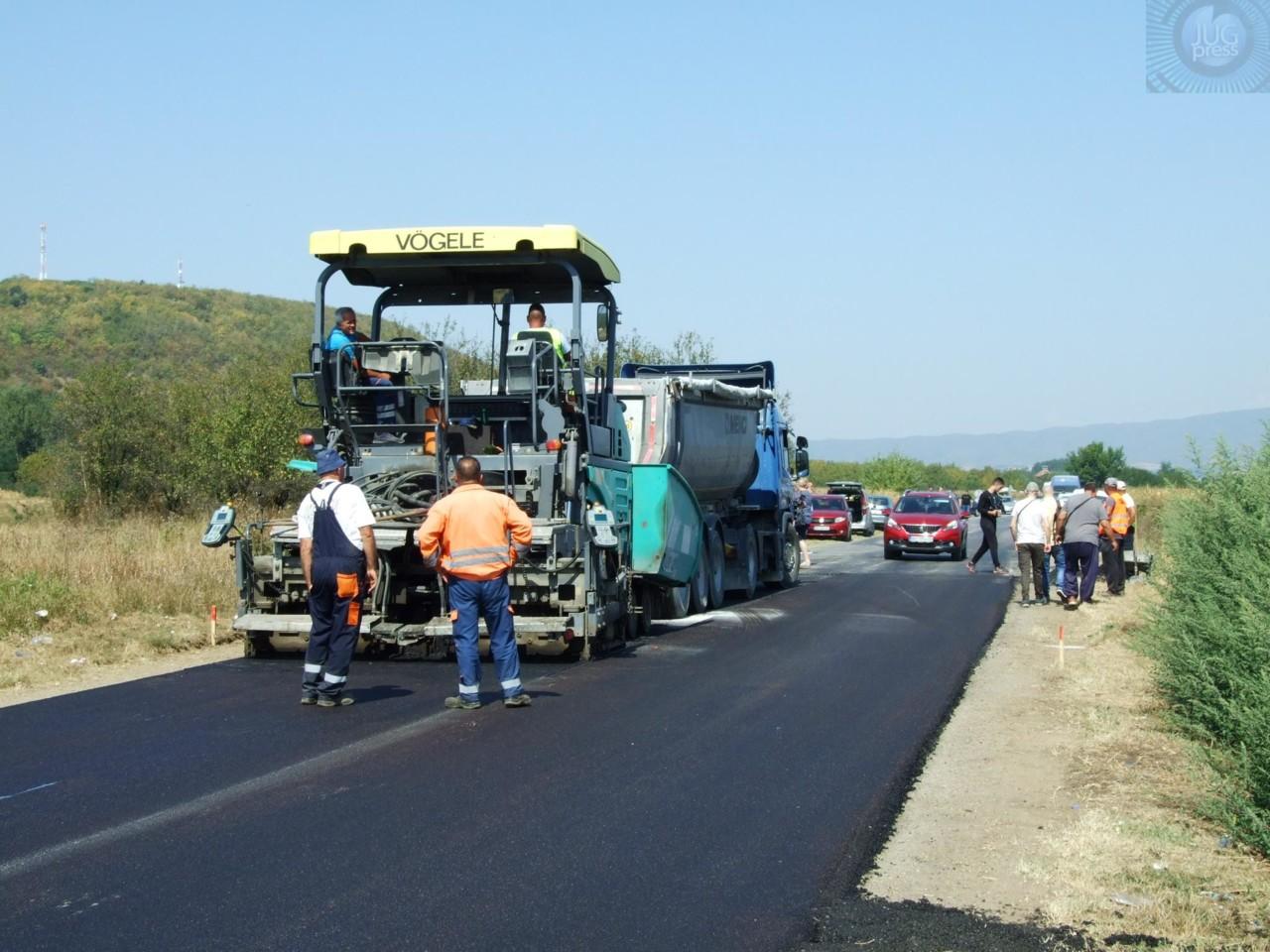 Na deonici puta kod Živkova ugrađen drugi sloj asfalta