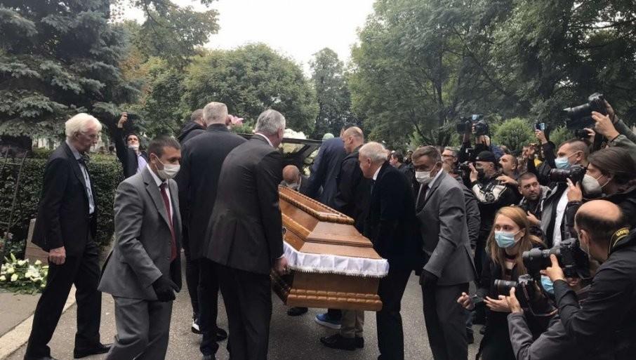 KOŠARKAŠKI BOG NA POSLEDNJI PUT KRENUO U NAJJAČEM SASTAVU:  Dudin kovčeg nosi petorka snova i Žoc (FOTO)