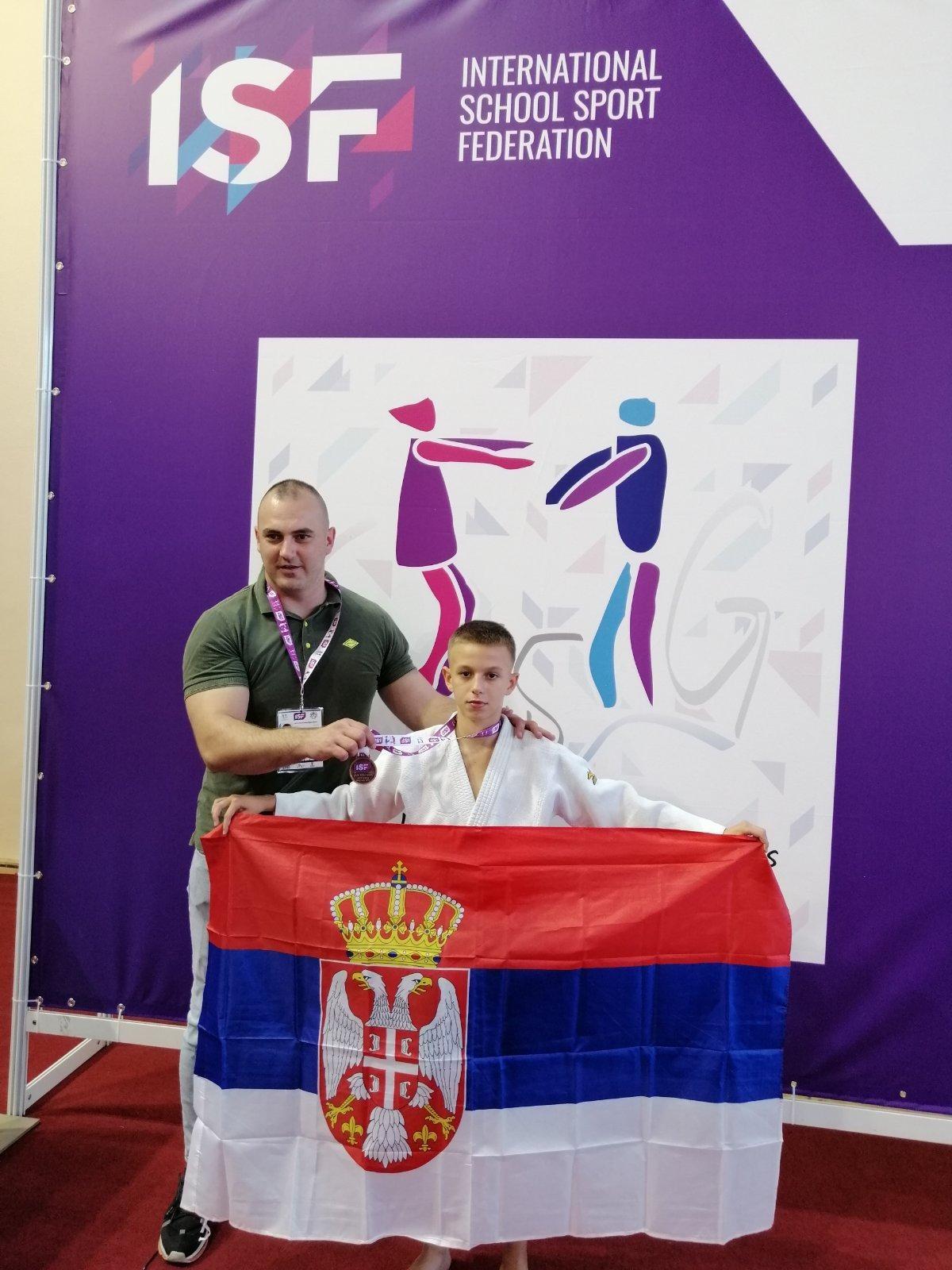 Zlatna i srebrna medalja za niške džudiste na Svetskom školskom prvenstvu