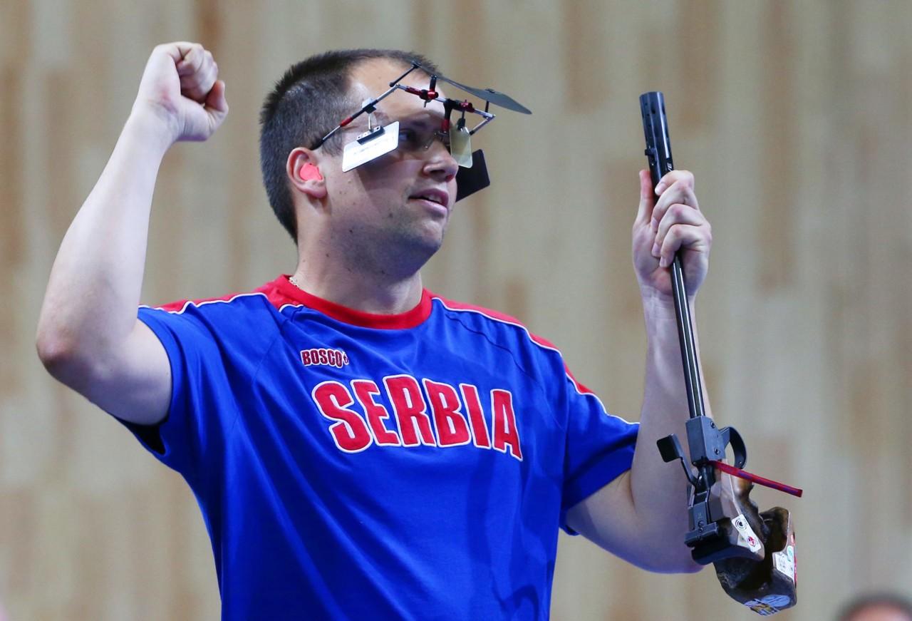 Mikec za medalju u gađanju pištoljem
