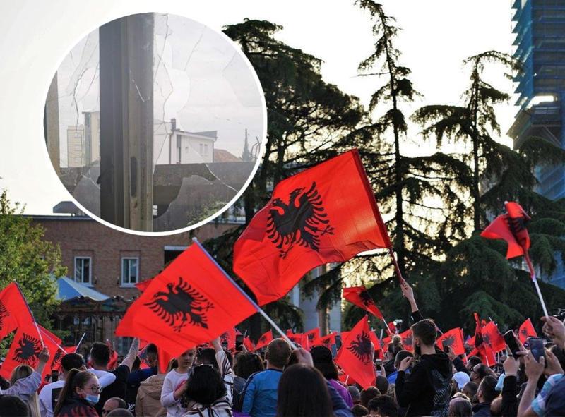 Nastavljen teror protiv Srba na Kosovu! Ponovo kamenovana kuća Rumene Ljubić u centru Peći