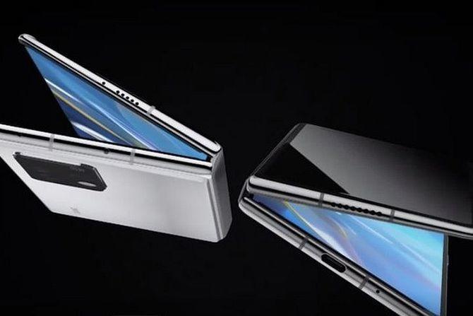 Još tri telefona na preklop stižu ove godine: Konkurencija postaje sve žešća!