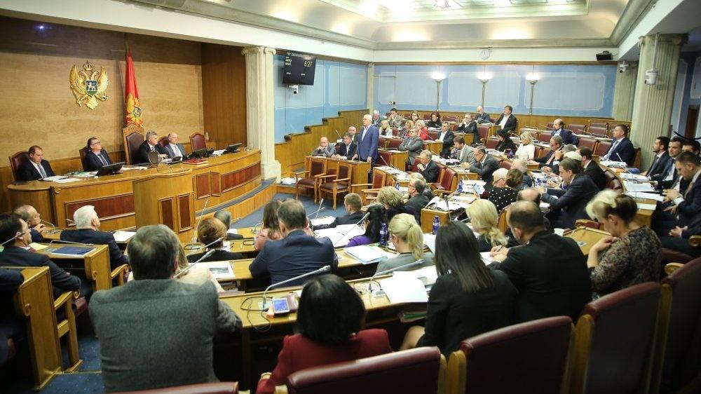 U Crnoj Gori sutra sastanak parlamentarne većine o rešenju krize