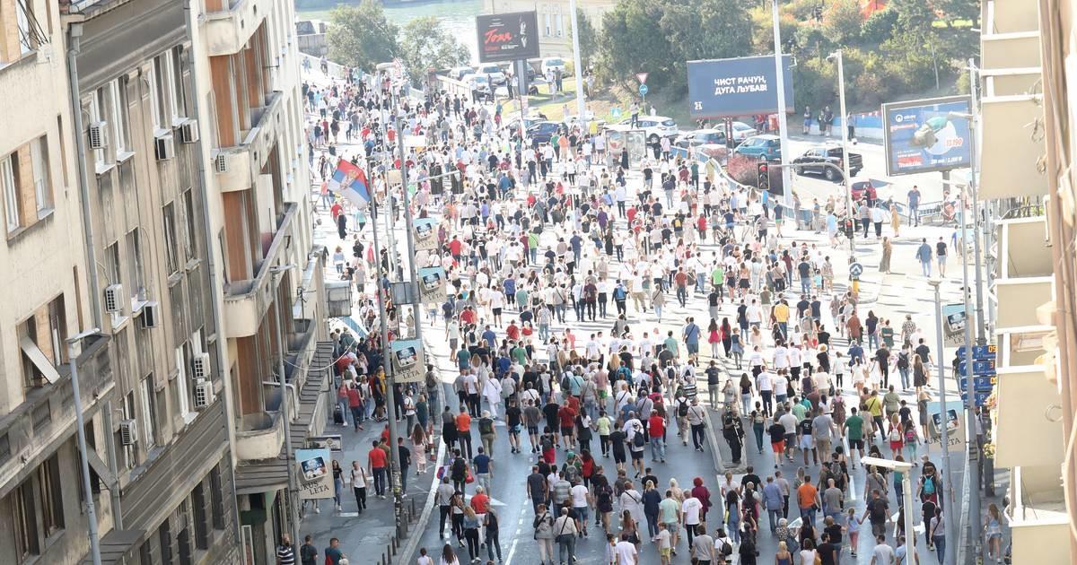 Poruka onima koji su na Brankovom mostu napadali učesnike Eko protesta: Beograđani, da li vas je makar malo sramota?