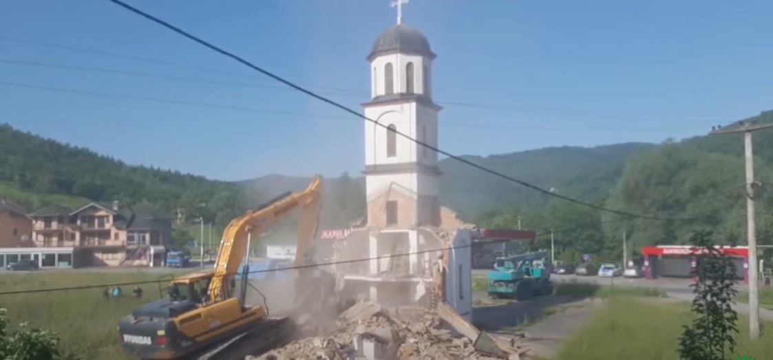 Srušena crkva u dvorištu Fate Orlović u Konjević Polju