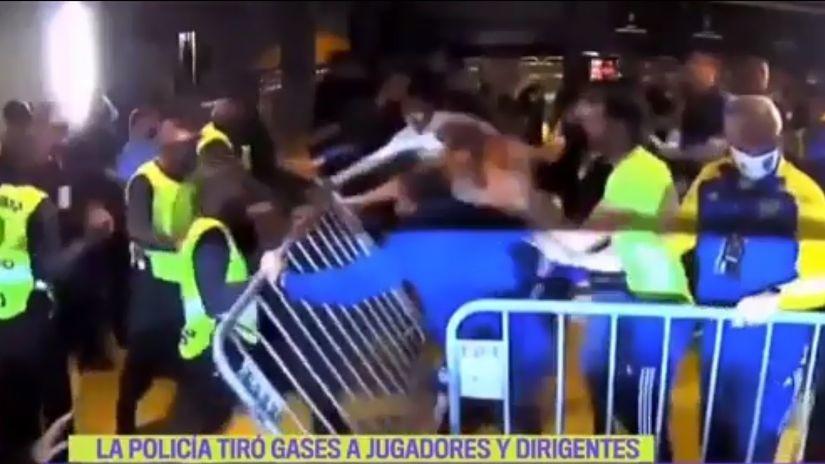 Haos u Brazilu: Bokini igrači se tukli s obezbeđenjem, policija suzavcem u svlačionicu