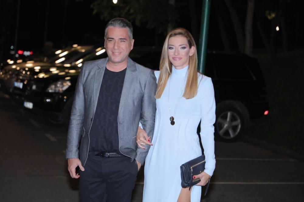 SUŠTA SUPROTNOST OD JOVANE! FATALNA CRNKA MAGNETSKI PRIVLAČNA: Željko Joksimović sa njom ima ćerku Minu! (FOTO)