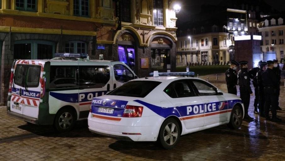 DEČAK I DEVOJČICA UBIJENI U MASOVNOJ TUČI: Krvavi sukob bandi u Parizu, jake policijske snage stižu u predgrađa (VIDEO)