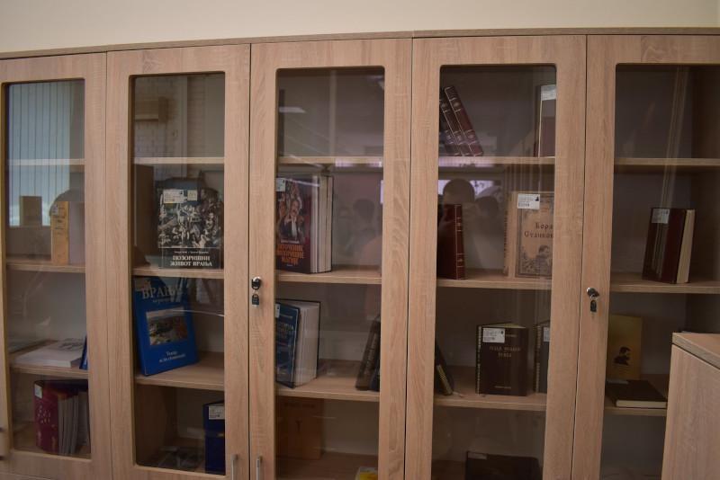 Vranjska Biblioteka izložbom i katalogom prezentuje legat Dragana Miničića Cige