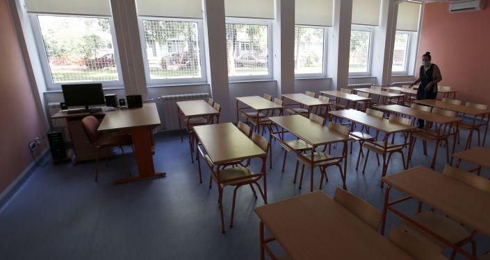 Разматра се затварање школа