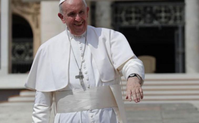 Папи нејасно због чега се неки кардинали нису вакцинисали