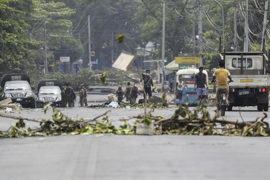 SAD naredile manje važnim diplomatama da odu iz Mjanmara