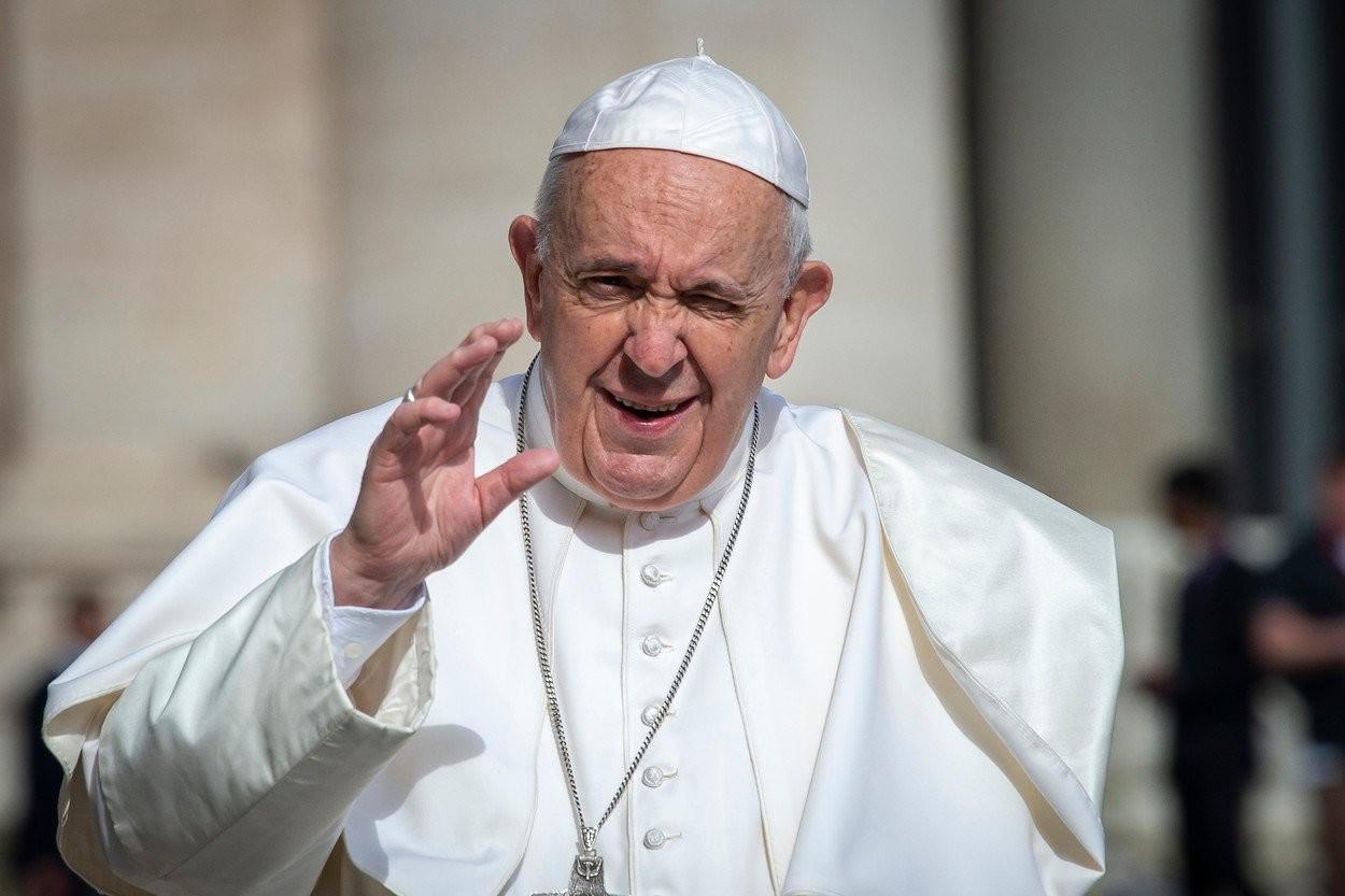 """""""ISKLJUČITE telefone"""": Papa se vratio u Vatikan, tokom obraćanja vernicima poslao MOĆNU poruku"""