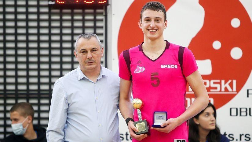 Nikola Jović potpisuje profesionalni ugovor sa Megom