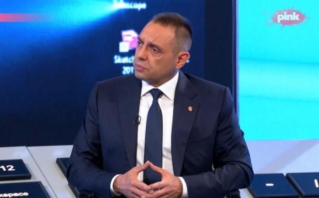 Ministar Vulin otkrio ko VREĐA predsednika Vučića sa Partizanove tribine! (UZNEMIRUJUĆE FOTOGRAFIJE)