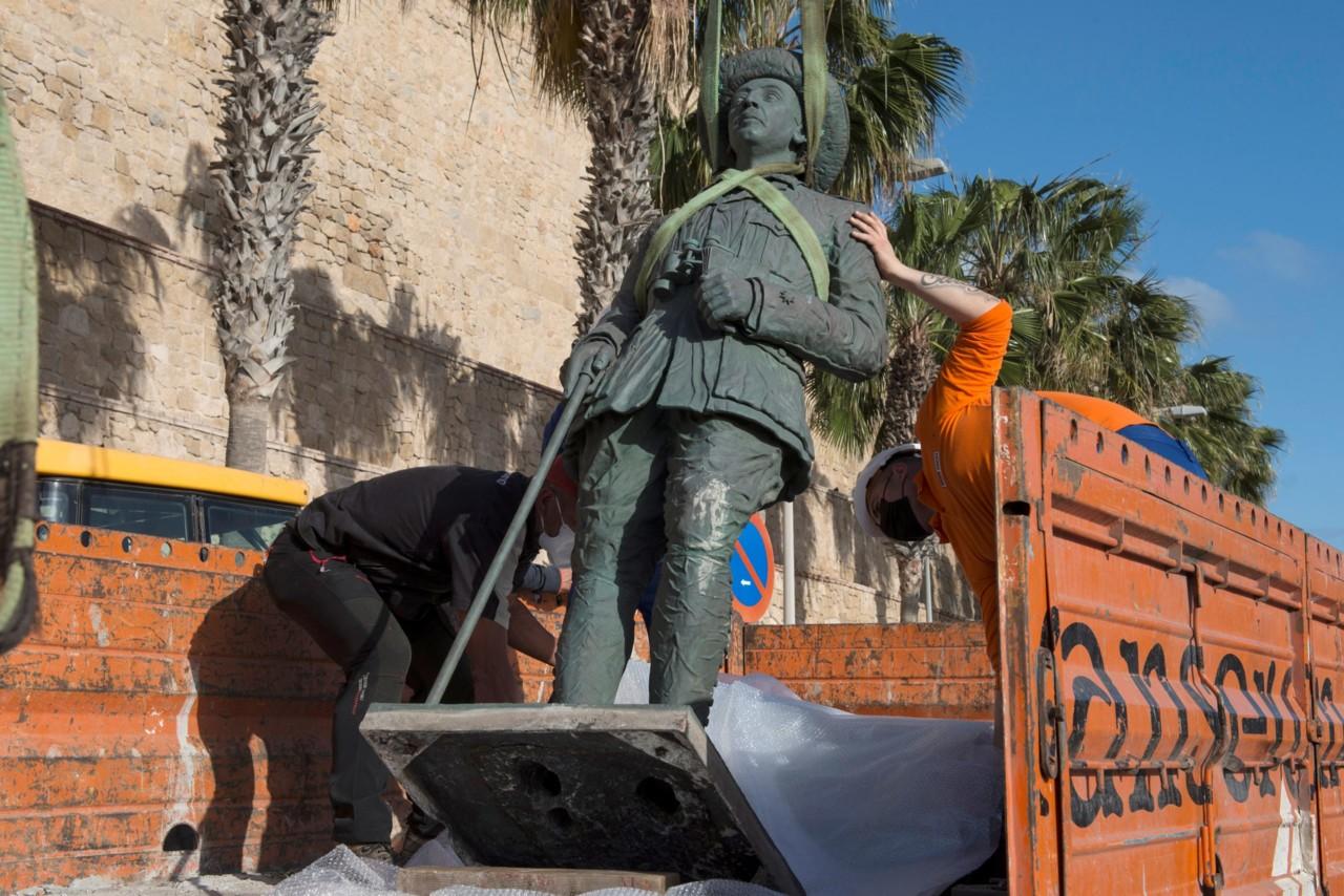 Španci uklonili poslednju statuu diktatora Franka