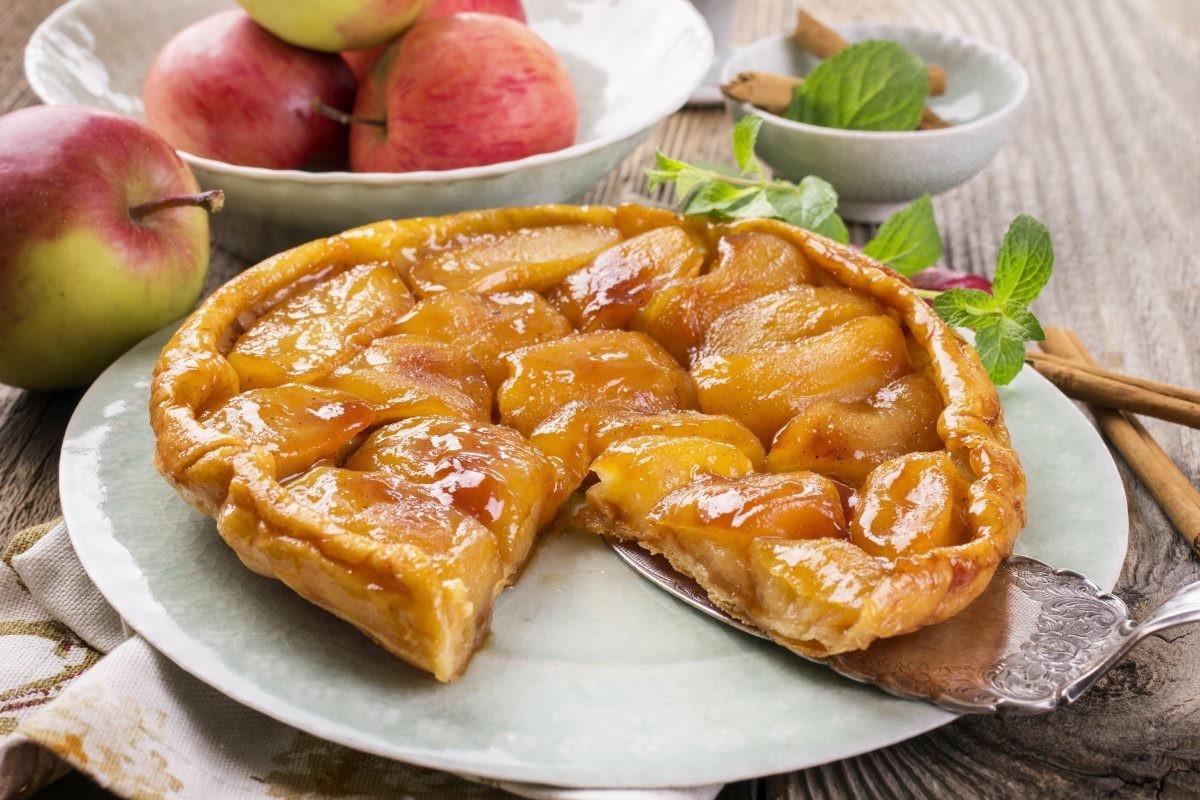 Pita od jabuka sa prelivom