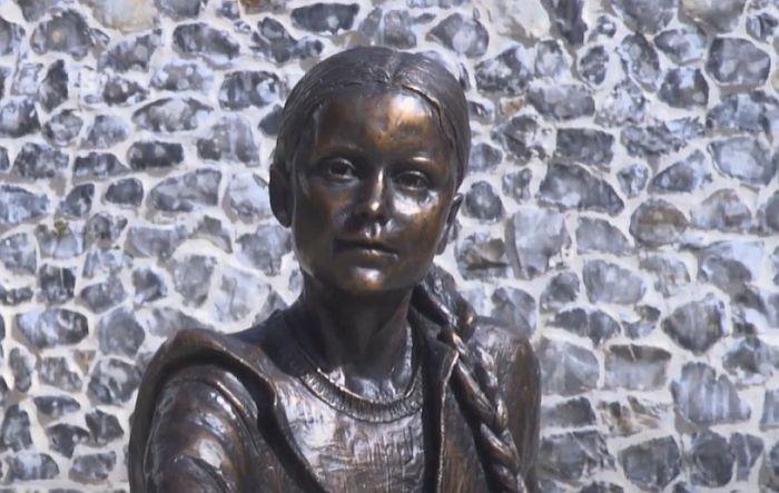 VIDEO: Statua Grete Tunberg od 28.000 evra izazvala polemiku