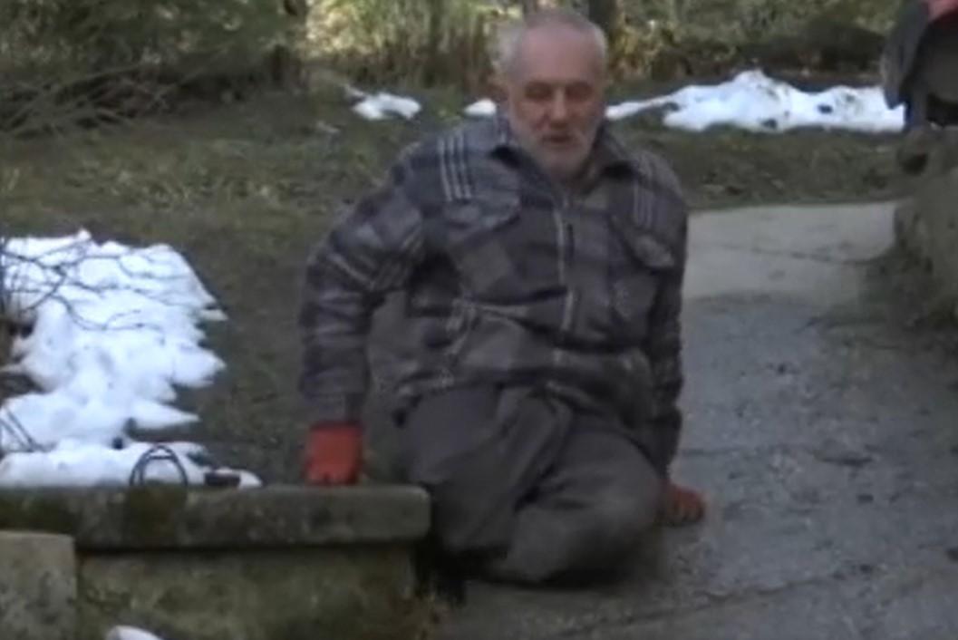 Priča koja je dirnula Srbiju: Hidajet 35 godina živi bez nogu, hoda na rukama i NIKADA ne odustaje (FOTO)
