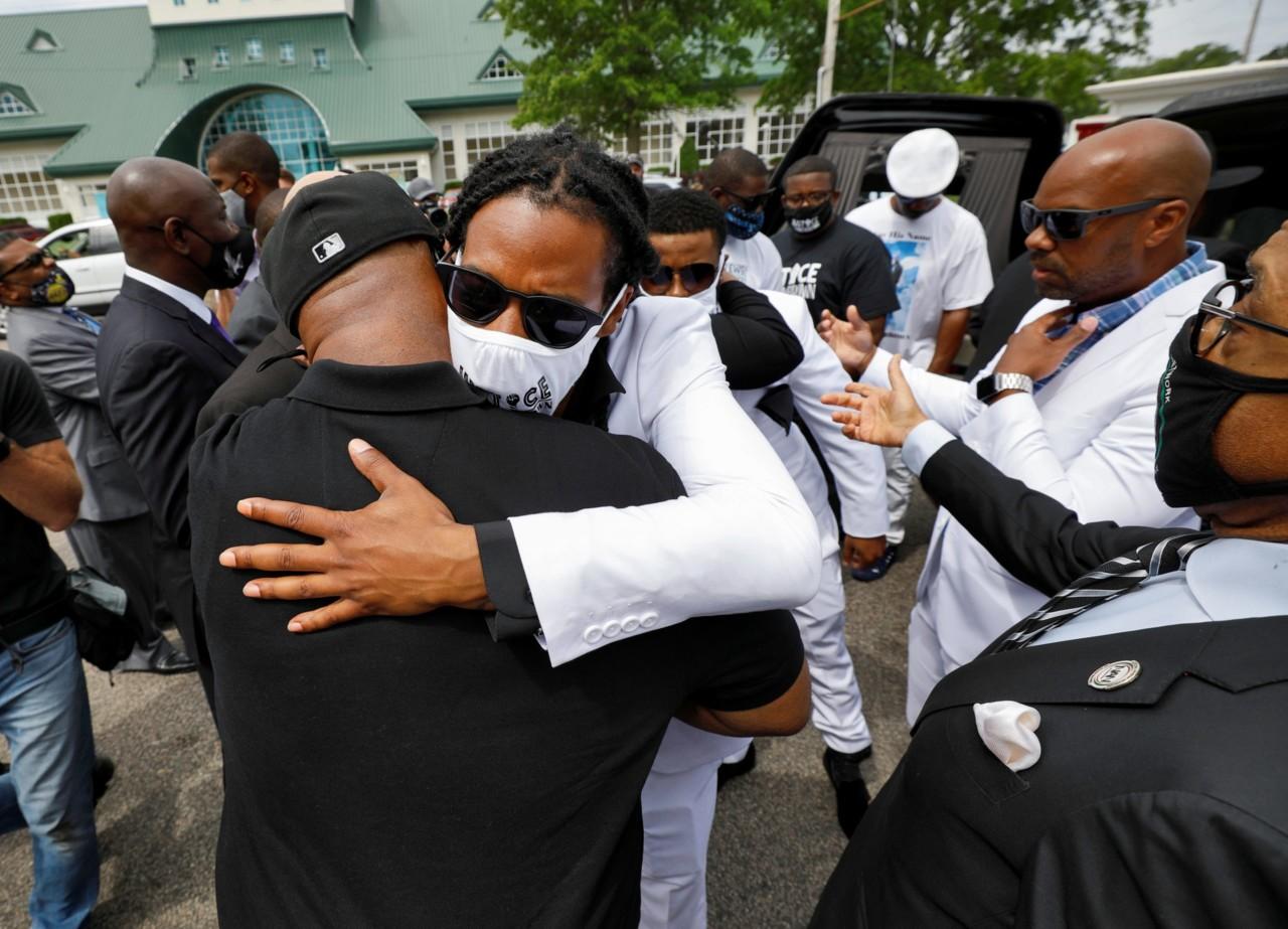 Sahranjen Endrju Braun, Afroamerikanac kojeg je ubila policija u SAD