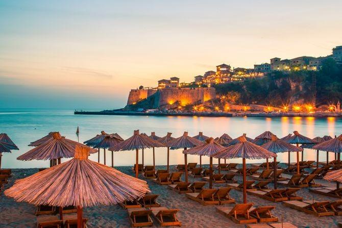 Najduža peščana plaža u Crnoj Gori je u ovom gradu: Ulcinj su nekad opsedali gusari, a sada turisti