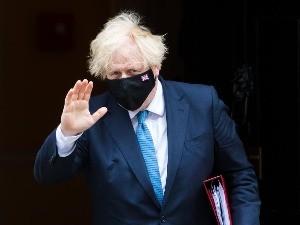 Енглеска се отвара, премијер се затвара