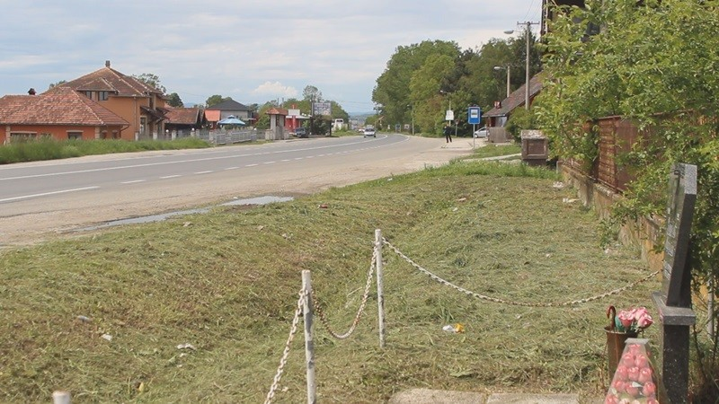 Кроз Мојсиње и даље возe  бахато, иако је  ова магистрала смрти однела преко 100 живота