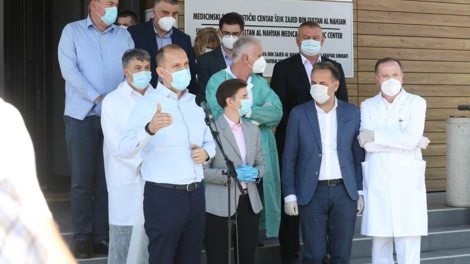 Zvižduci za Brnabić i Lončara u Pazaru, premijerka tvrdi - skup politizovan