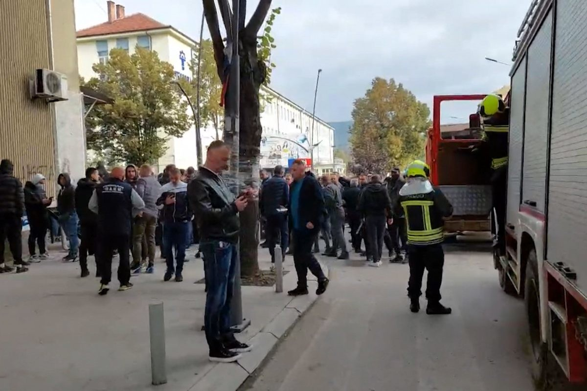 KoSSev journalists pressured by protesters in Mitrovica