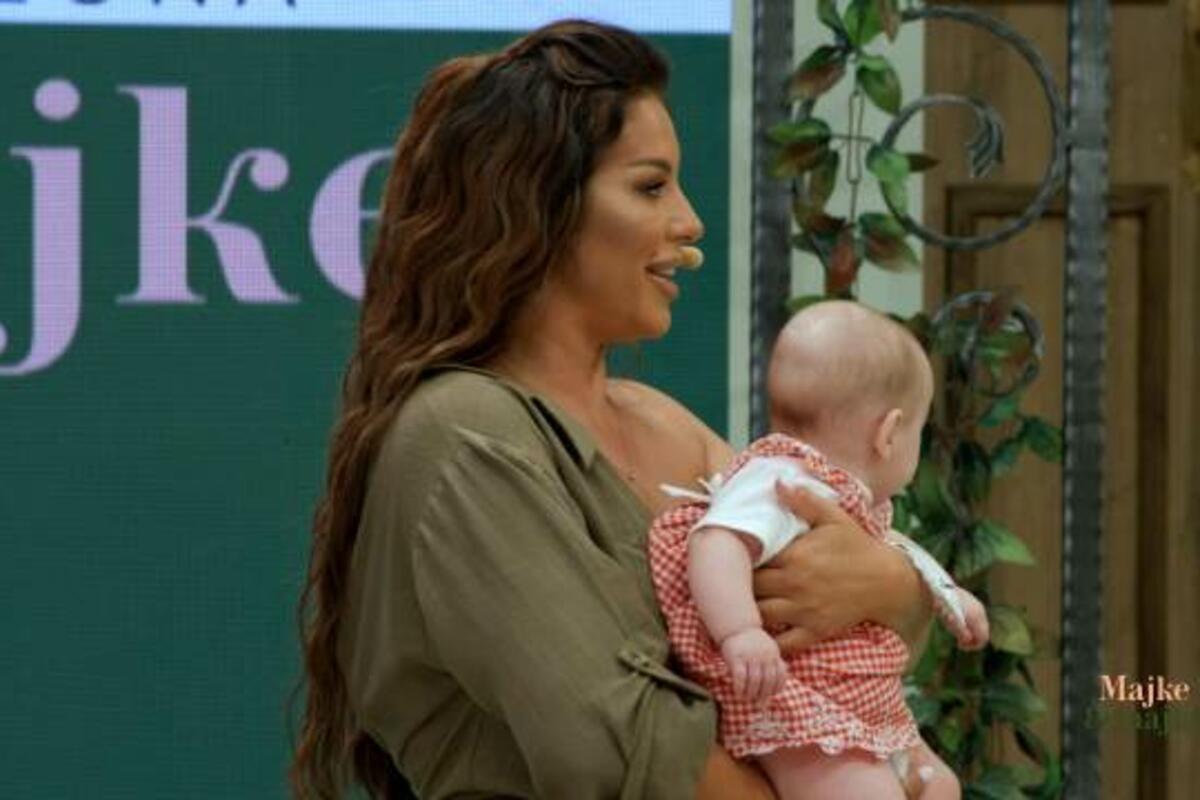 """DA SE ISTOPITE OD MILINE: Seki dali da pridrži takmičarkinu bebu, njena reakcija u """"Majkama i snajkama"""" je nešto posebno"""
