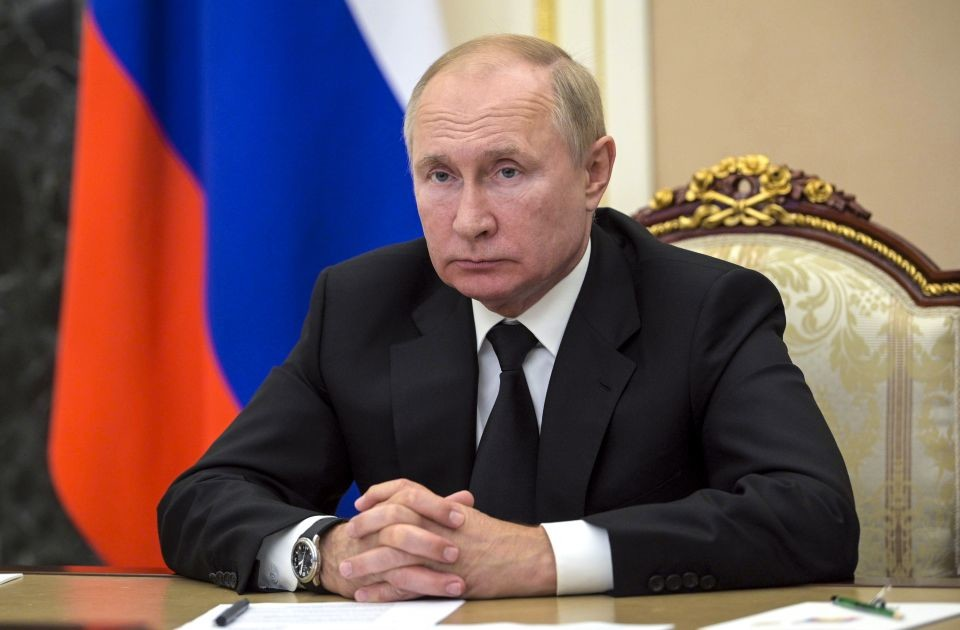 Putin u samoizolaciji, nada se da će ostati zdrav zahvaljujući vakcini Sputnjik V