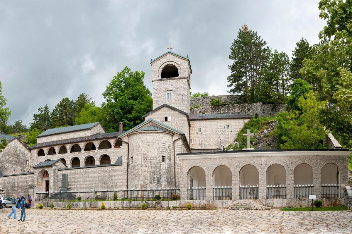 Vlada Crne Gore pravo svojine na Cetinjski manastir prepisala na državu