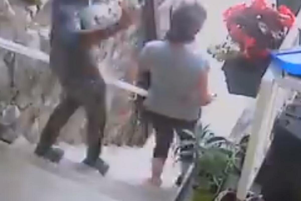 AUTOSTOPOM OTIŠAO SA MESTA ZLOČINA: Muž Nevnke koja je brutalno napadnuta izašao u javnost!(VIDEO)