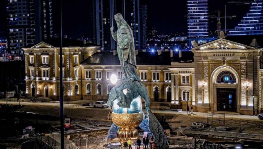VUČIĆ POSTAVIO VELIČANSTVENU SLIKU SPOMENIKA: Ovo je simbol srpskog napretka i pobede (FOTO)