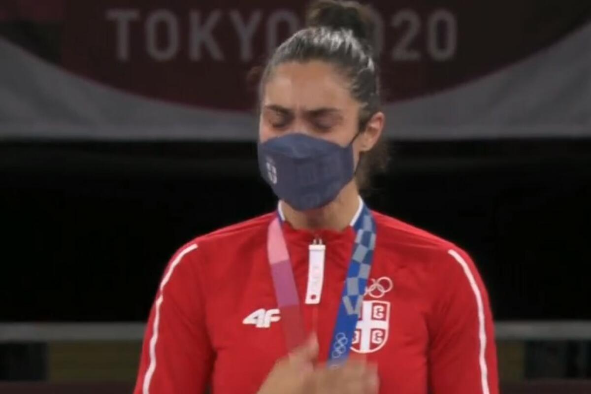 TOKIO I CEO SVET ČULI BOŽE PRAVDE: Trenutak ZA PONOS! Milica Mandić u suzama odslušala srpsku himnu (VIDEO)