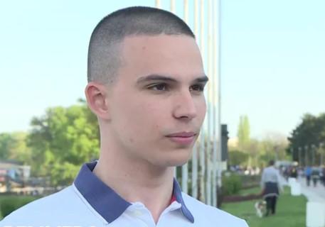 PRESLATKO! Vojaž objavio fotku sa bratom iz detinjstva - KRIJE SE TAJNA PORUKA!
